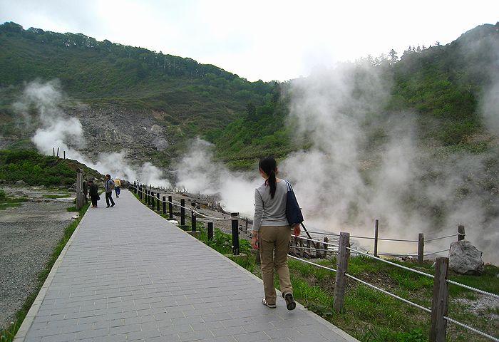 201106114